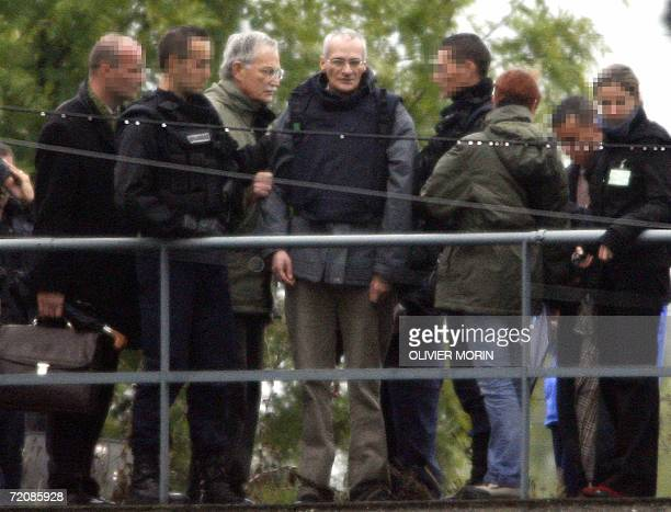 Convicted serial killer Francis Heaulme is pictured next to Metz state prosecutor Joel Guitton during a reenactment 03 October 2006 in...