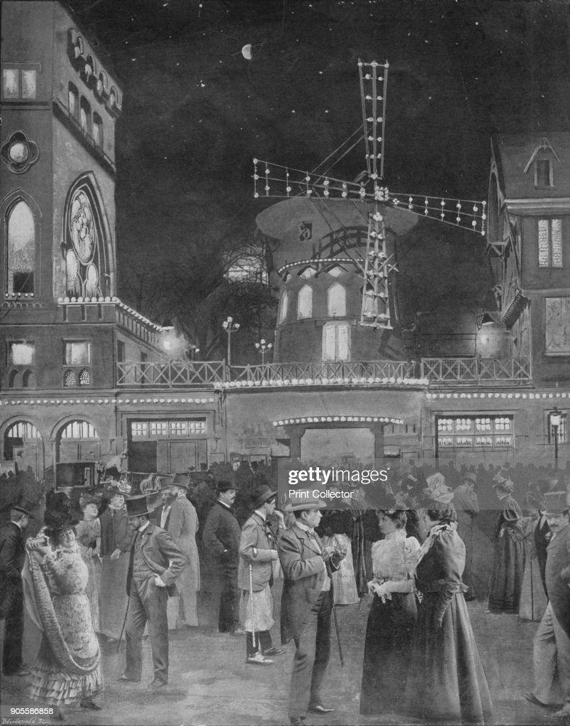 Montmartre Samuse La Sortie Du Moulin Rouge,1900 Artist: Unknown : News Photo