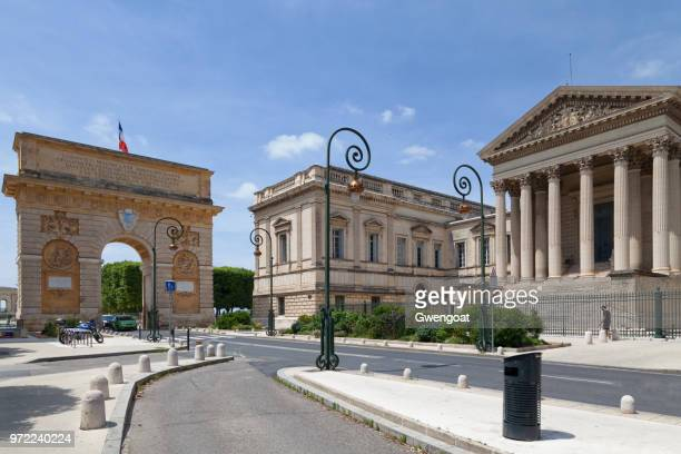 montpellier court of appeal and the porte du peyrou - hérault stock pictures, royalty-free photos & images