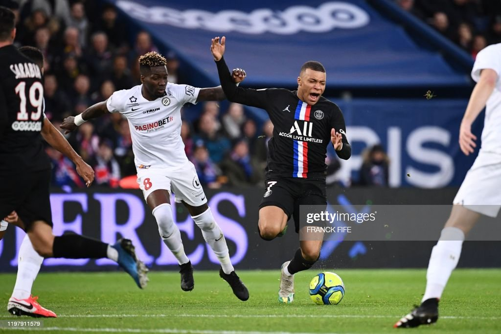 FBL-FRA-LIGUE 1-PARIS-MONTPELLIER : News Photo