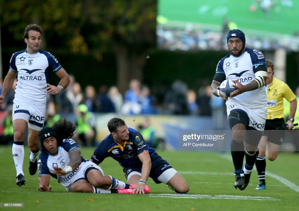 Montpellier's Fijian wing Nemani Nadolo (R) runs the ball during the European Rugby Champions Cup rugby union round 1 pool match between Leinster and Montpellier at the RDS Arena in Dublin, on October 14, 2017. / AFP PHOTO / Paul FAITH