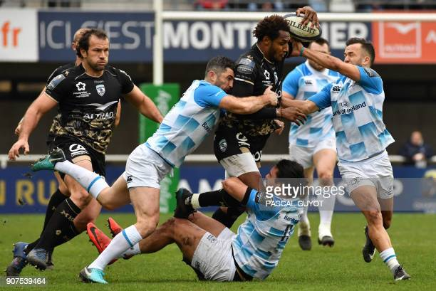 Montpellier's French fullback Benjamin Fall vies with Leinster's Irish fullback Rob Kearney and Leinster's New Zealand halfback Jamison GibsonPark...