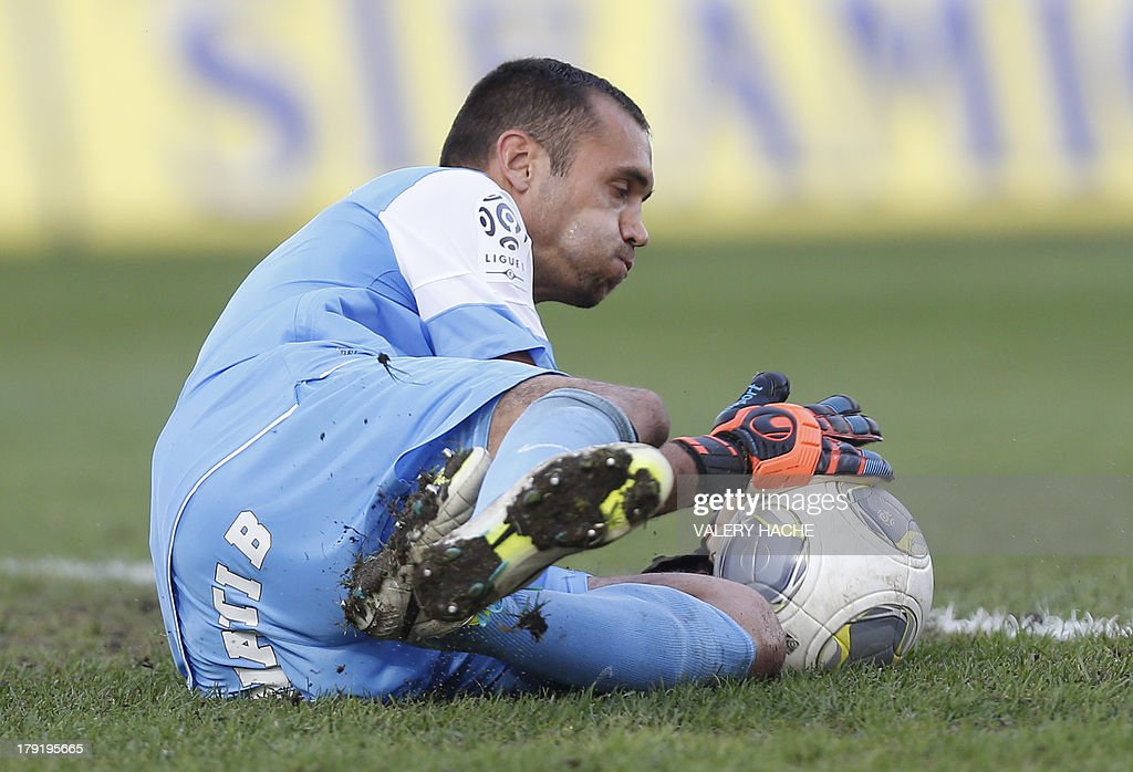 Montpellier's French goalkeeper Laurent Pionnier stops a ball during the French L1 football match between Nice and Montpellier, on September 1, 2013 at the Ray stadium in Nice, southeastern France.