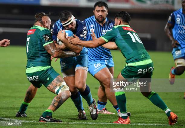 Montpellier's French hooker Guilhem Guirado fights for the ball with Pau's French flanker Pierrick Gunther and Pau's French fly-half Antoine Hastoy...