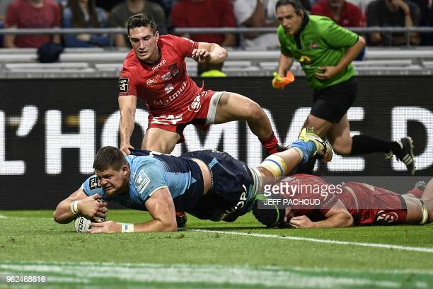 Montpellier's French lock Paul Willemse scores a try during the French Top 14 union semifinal rugby match between Montpellier and Lyon on May 25 2018...