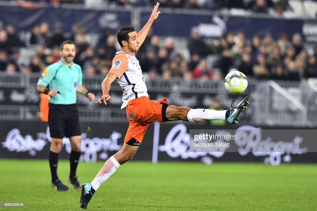 Montpellier's French midfielder Ellyes Skhiri controls the ball during the French L1 football match between Bordeaux (FCGB) and Montpellier (MHSC) on December 20, 2017, at the Matmut Atlantique stadium in Bordeaux, southwestern France. /