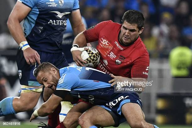Montpellier's French prop Vincent Giudicelli vies with Lyon's Argentinian prop Francisco GomezKodela during the French Top 14 union semifinal rugby...