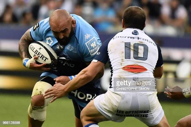 Montpellier's Georgian prop Mikheil Nariashvili runs to evade Castres' Argentinian flyhalf Benjamin Urdapilleta during the French Top 14 final rugby...