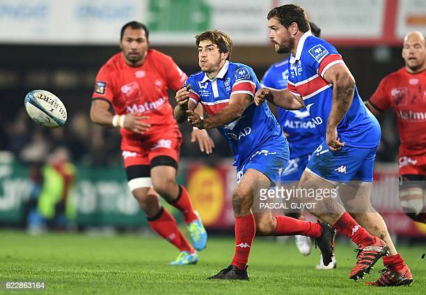 Montpellier's South African flyhalf Demetri Catrakilis passes the ball during the French Top 14 rugby union match between Montpellier and Lyon on...