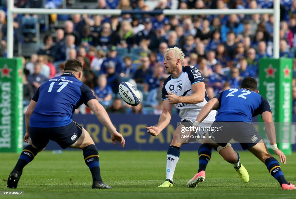 Montpellier's South African lock Nico Janse van Rensburg (C) gets the ball past Leinster's Irish prop Cian Healy (L) and Leinster's Irish Noel Reid during the European Rugby Champions Cup rugby union round 1 pool match between Leinster and Montpellier at the RDS Arena in Dublin, on October 14, 2017. / AFP PHOTO / Paul FAITH