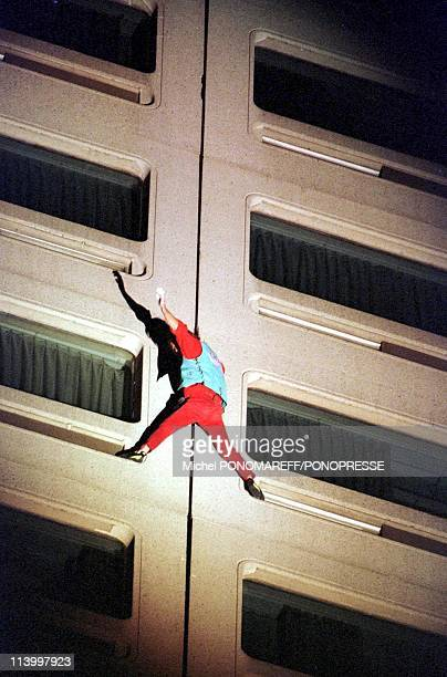 Montreal Alain Robert The French Little Spiderman Climbs The Crown Plazza Hotel In Montreal Canada On May 26 1999