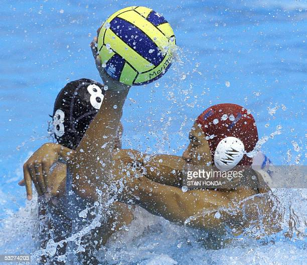 Cina's goalkeeper Weiqing Ge collides with Germany's Thomas Schertwitis during their Men's preliminary Water Polo match 22 July 2005 at the XI FINA...