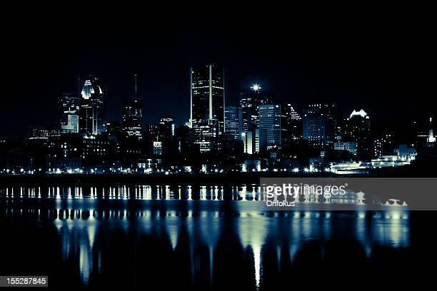 Panorama de Montréal en été, de nuit