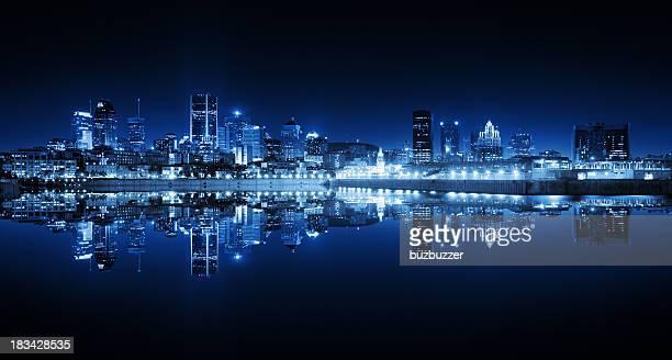 Reflet de la ville de Montréal, de nuit