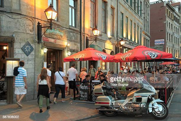 montreal, de la commune street - vieux montréal stock pictures, royalty-free photos & images