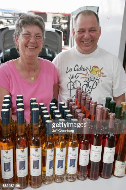 Montreal Little Italy Avenue Casgrain couple with apple cider wine