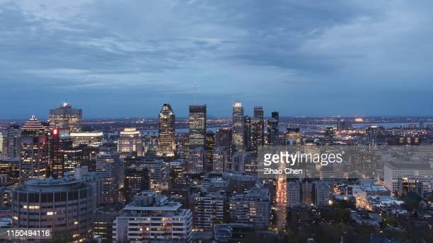 montreal skyline at dusk - montreal foto e immagini stock