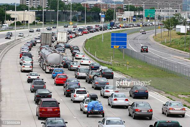 montreal urban highway traffic jam - buzbuzzer stock pictures, royalty-free photos & images