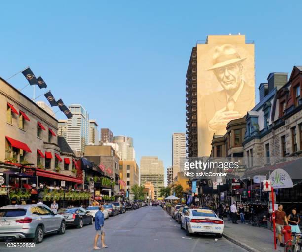 Montreals Crescent Straßenszene mit Leonard Cohen murale