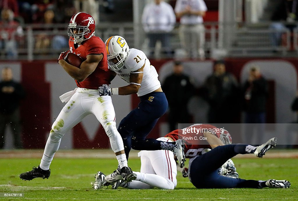 Montrell Pardue #21 of the Chattanooga Mocs tackles O.J. Howard #88 of the Alabama Crimson Tide at Bryant-Denny Stadium on November 19, 2016 in Tuscaloosa, Alabama.