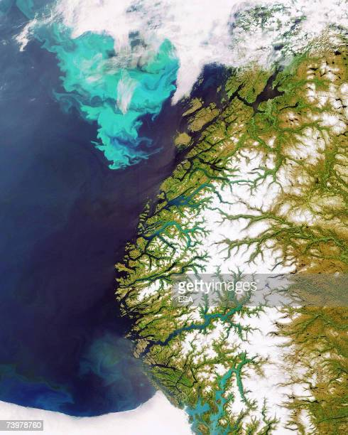 TO GO WITH AFP FRENCH STORY BY PATRICK BAERT Plankton bloom off the coast of Norway in this image acquired by ESA satellite Envisat on 10 June 2006...