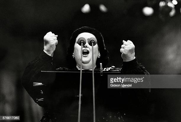 montserrat caballe singing at proms in the park - opera singer stock pictures, royalty-free photos & images