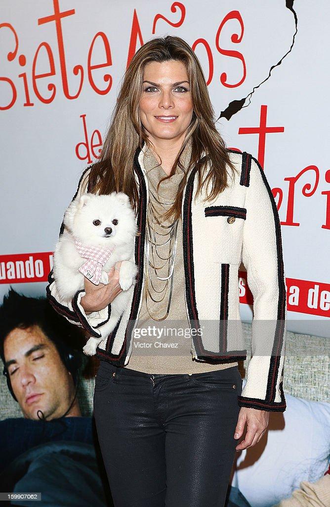 Montserrat Oliver attends the '7 Anos de Matrimonio' Mexico City premiere red carpet at Plaza Carso on January 22, 2013 in Mexico City, Mexico.