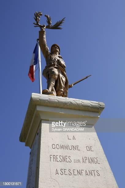 Monument aux morts en hommage aux soldtas morts lors de la première guerre mondiale, 6 juin 2015, Fresnes-sur-Apance, Haute-Marne, France.
