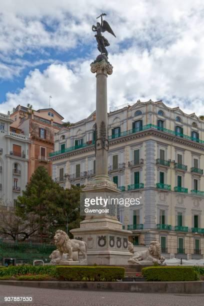 monument opgedragen aan de napolitaanse martelaren - gwengoat stockfoto's en -beelden
