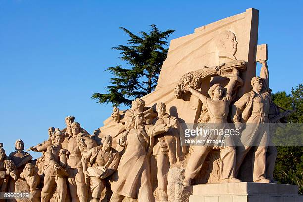 monument in tiananmen square at sunrise, beijing, china - monument stock pictures, royalty-free photos & images