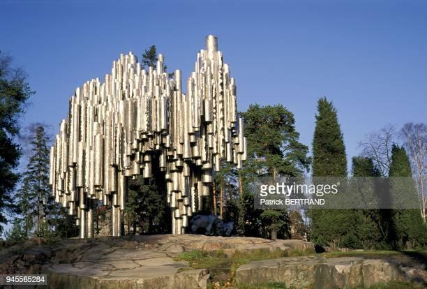 Monument made of steel tubes by Eila Hiltunen and built in 1967 ten years after the death of the composer Sibelius Monument fait de tubes d'acier par...