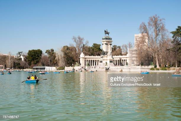 monument of alfonso xii on the boating lake, buen retiro park, madrid, spain - alfonso xii of spain stock pictures, royalty-free photos & images