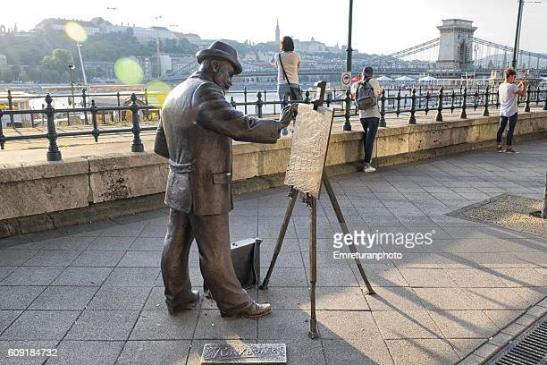 monument of hungarian artist ignac roscovits along danube promenade - emreturanphoto stock pictures, royalty-free photos & images