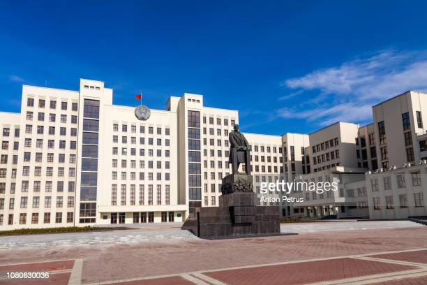 monument of lenin near government house of republic of belarus. independence square, minsk, belarus. - anton petrus stock pictures, royalty-free photos & images