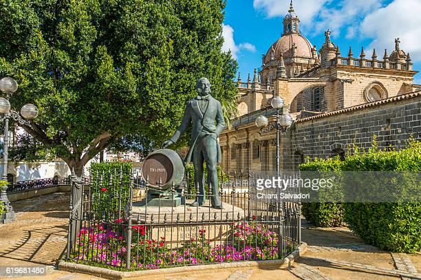 """a monument of """"tio pepe"""", jerez de la frontera - jerez de la frontera stock pictures, royalty-free photos & images"""