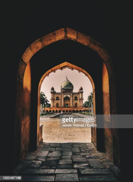 monument seen through arch - arch stock pictures, royalty-free photos & images