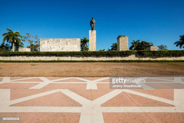 monument to che guevara and mausoleum, santa clara, villa clara, cuba - santa clara cuba stock pictures, royalty-free photos & images