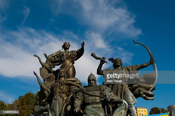 Monument to commemorate the 60th anniversary of the October Revolution in Maidan Nezalezhnosti.