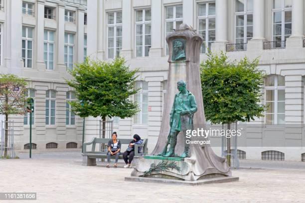 monumento al conde frederic de merode en bruselas - gwengoat fotografías e imágenes de stock