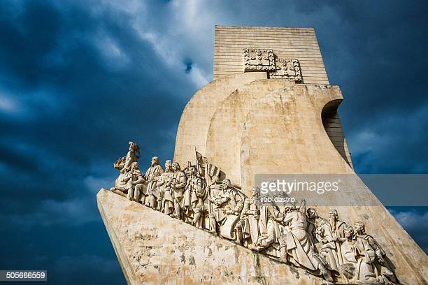 monument to discoveries belem lisbon - rob castro stock pictures, royalty-free photos & images