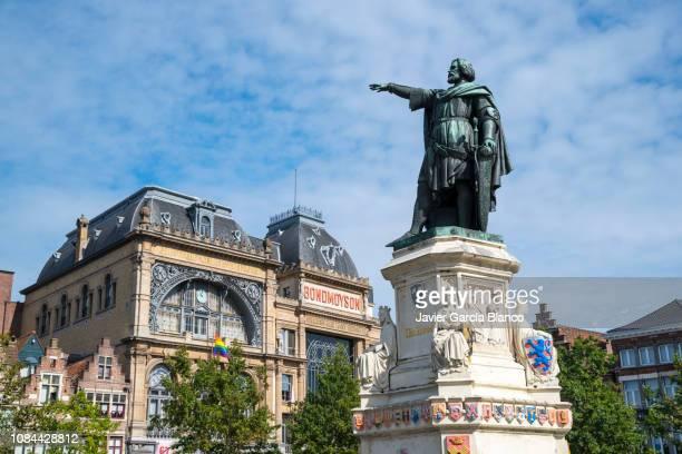 standbeeld van jacob van artevelde - monument stockfoto's en -beelden