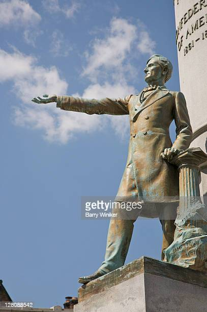 monument to jefferson davis, president of the confederate states of america, monument avenue, richmond, virginia, usa - confederate army stock pictures, royalty-free photos & images