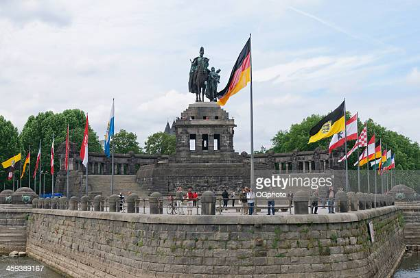 monument de l'empereur guillaume ier de coblence (koblenz), en allemagne - ogphoto photos et images de collection
