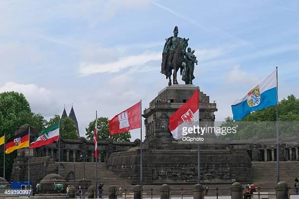 monumento a kaiser guglielmo i, a coblenza germania - ogphoto foto e immagini stock