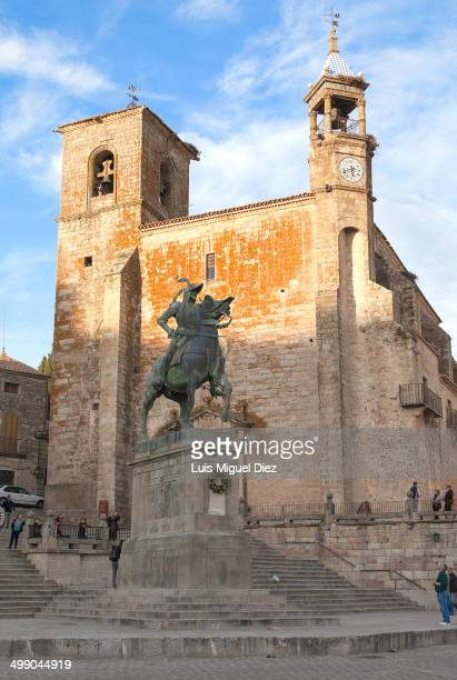 CONTENT] Monument to the conquistador Francisco Pizarro behind the Church of San Martín in Trujillo