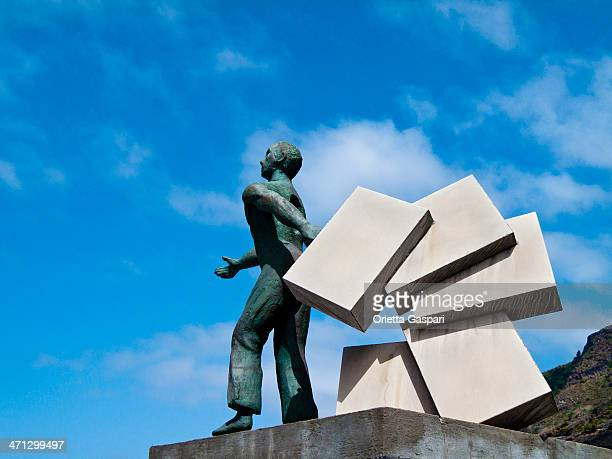 monumento a los emigrant, tenerife - emigración e inmigración fotografías e imágenes de stock