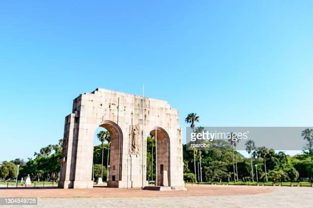 monument voor de expeditionary - pôrto alegre stockfoto's en -beelden