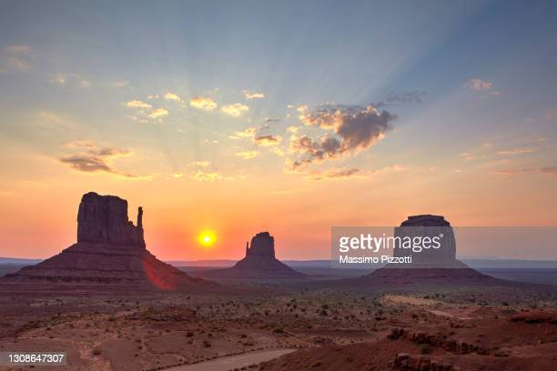 monument valley, arizona - massimo pizzotti foto e immagini stock