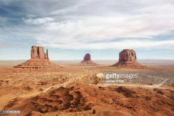 monument valley, arizona, usa - us kultur stock-fotos und bilder