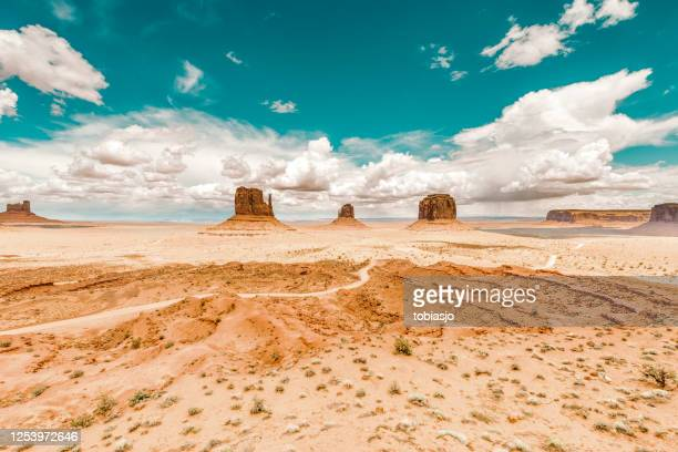 monument valley desert in southwest usa - arizona stock pictures, royalty-free photos & images